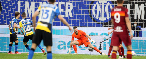 Brozovic-2105-Roma-goal-epa