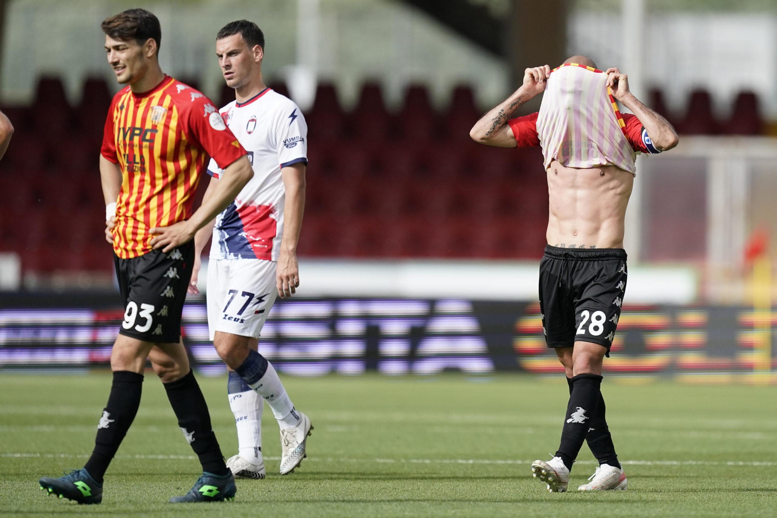 Federico Barba and Pasquale Schiattarella show their dejection after Benevento draw with Crotone