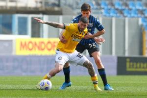 Udinese's Rodrigo De Paul holds off Atalanta's Matteo Pessina