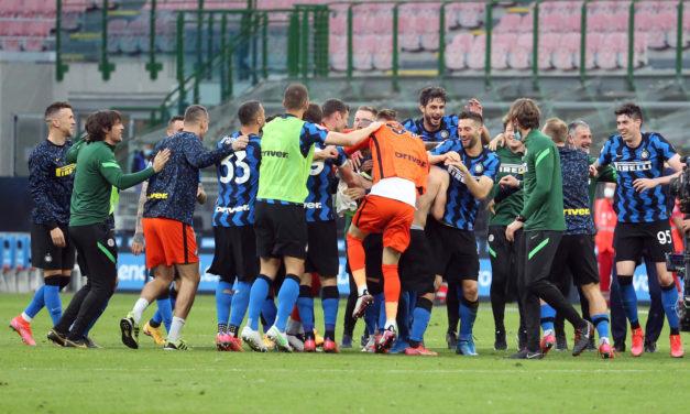 Inter 5 – 1 Sampdoria – Champions take celebrations onto the pitch