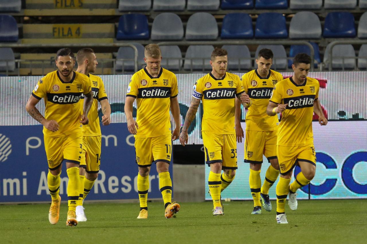 Juraj Kucka and Parma teammates against Cagliari