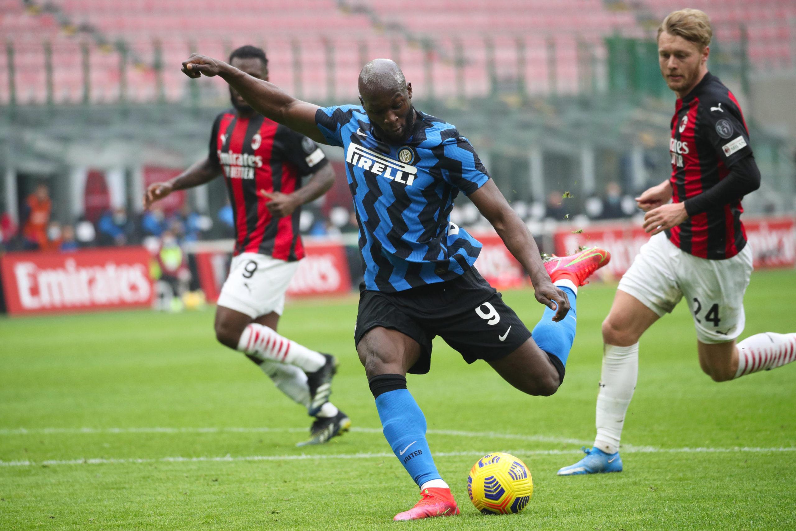 Romelu Lukaku scores in the Milan derby