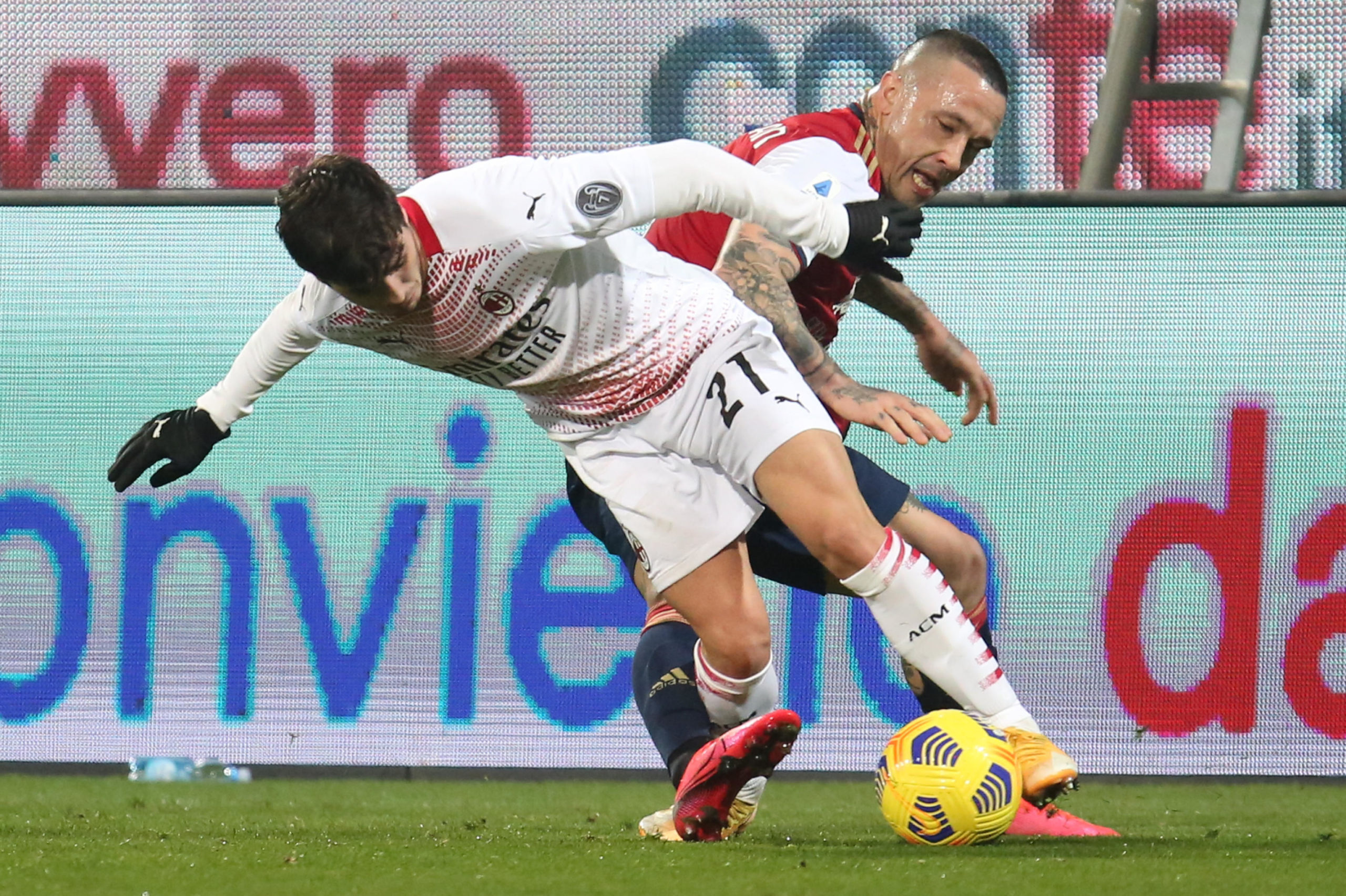 Radja Nainggolan challenges Milan's Brahim Diaz