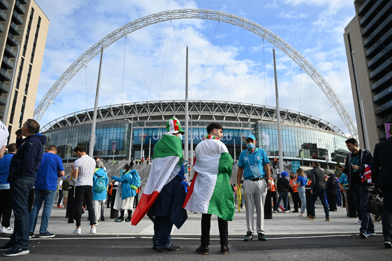 Italy fans outside Wembley
