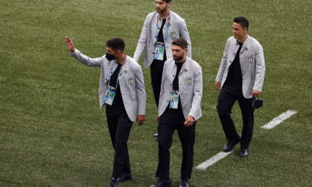Video: Italy squad sing 1990 theme