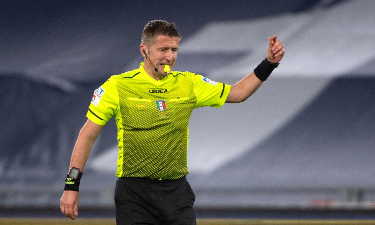 epa09162467 Referee Daniele Orsato reacts during the Italian Serie A soccer match between SS Lazio and AC Milan at Olimpico Stadium in Rome, Italy, 26 April 2021. EPA-EFE/MAURIZIO BRAMBATTI