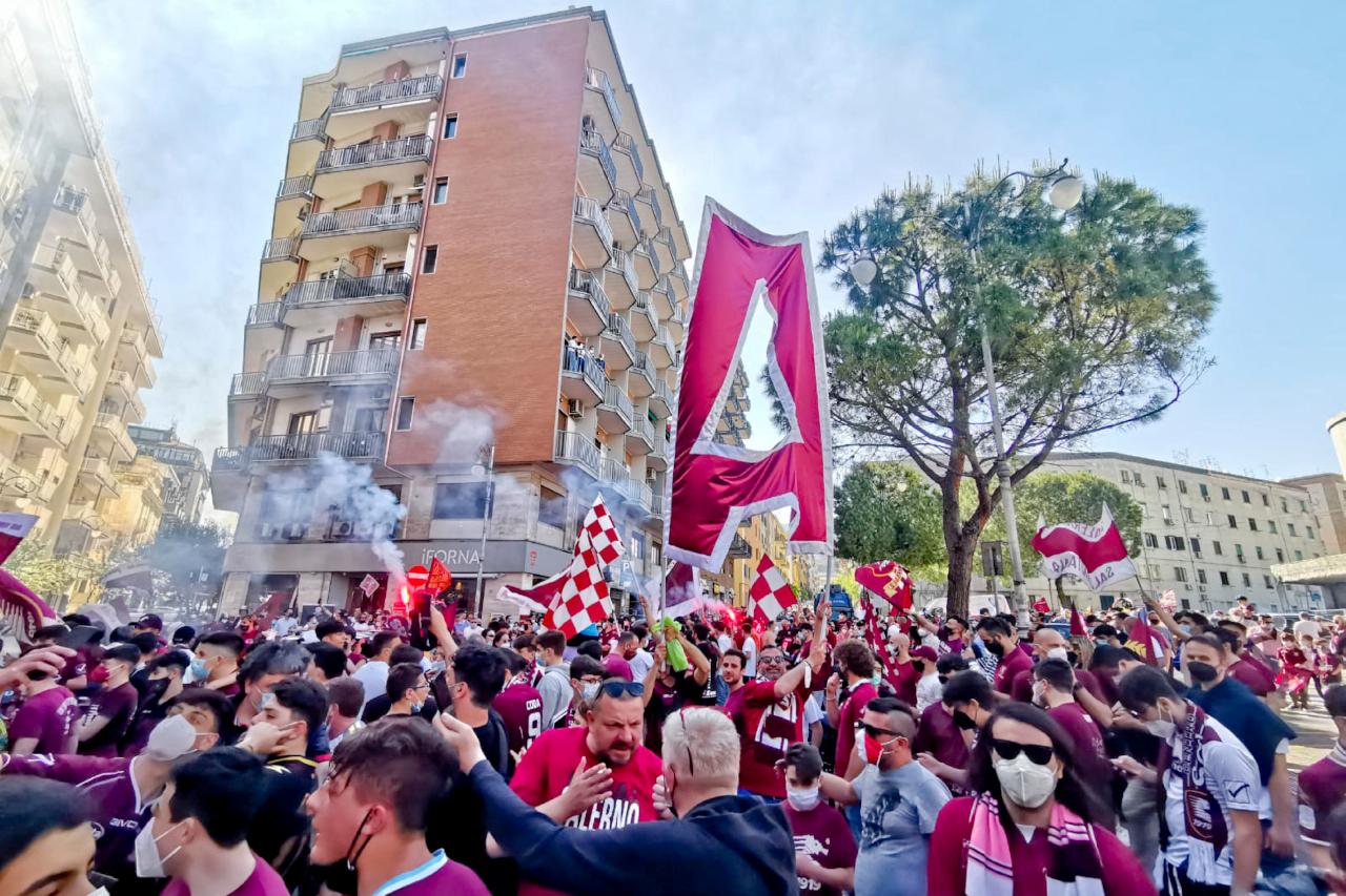 Salernitana fans celebrate promotion