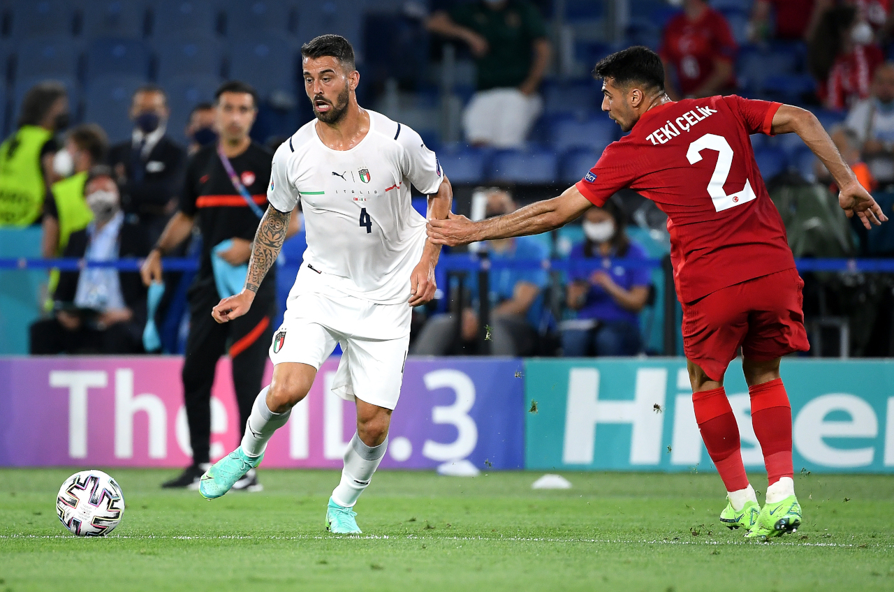 epa09263274 Leonardo Spinazzola (L) of Italy in action against Zeki Celik (R) of Turkey during the UEFA EURO 2020 group A preliminary round soccer match between Turkey and Italy at the Olympic Stadium in Rome, Italy, 11 June 2021. EPA-EFE/Ettore Ferrari / POOL (RESTRICTIONS: For editorial news reporting purposes only. Images must appear as still images and must not emulate match action video footage. Photographs published in online publications shall have an interval of at least 20 seconds between the posting.)