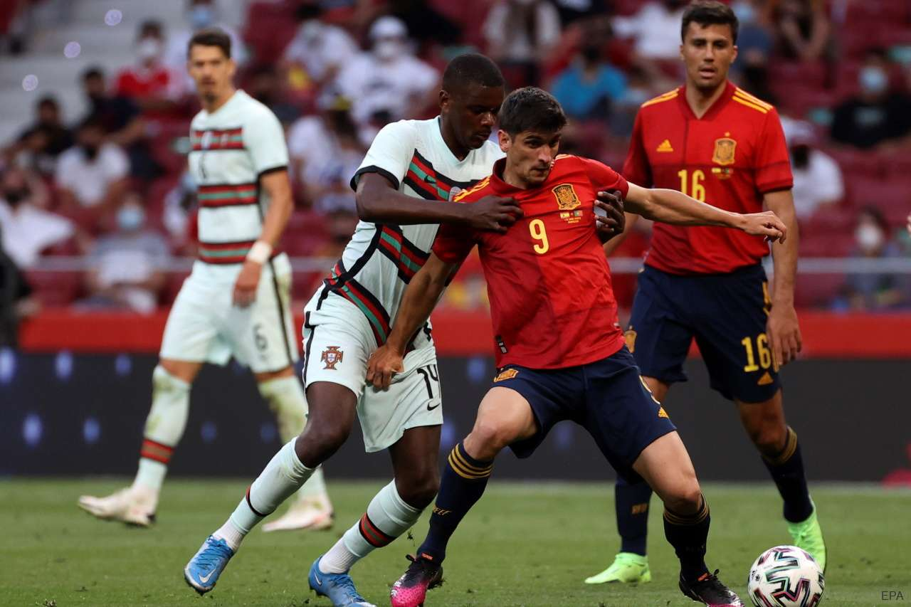 Spain forward Gerard Moreno holds off Portugal's William Carvalho