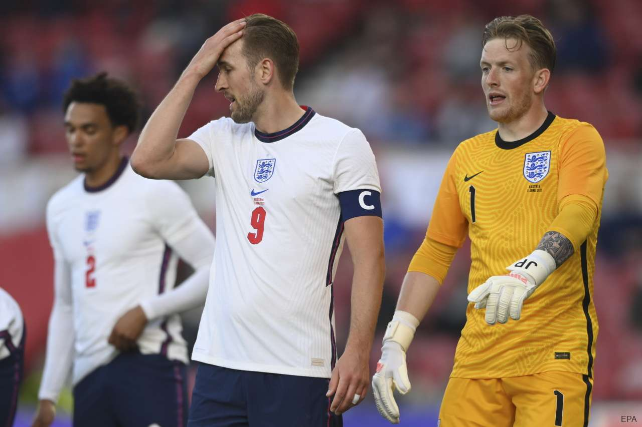 England captain Harry Kane with goalkeeper Jordan Pickford