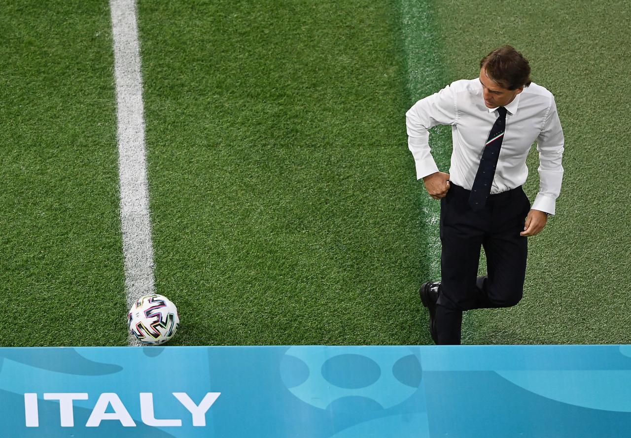 Roberto Mancini Italy sign
