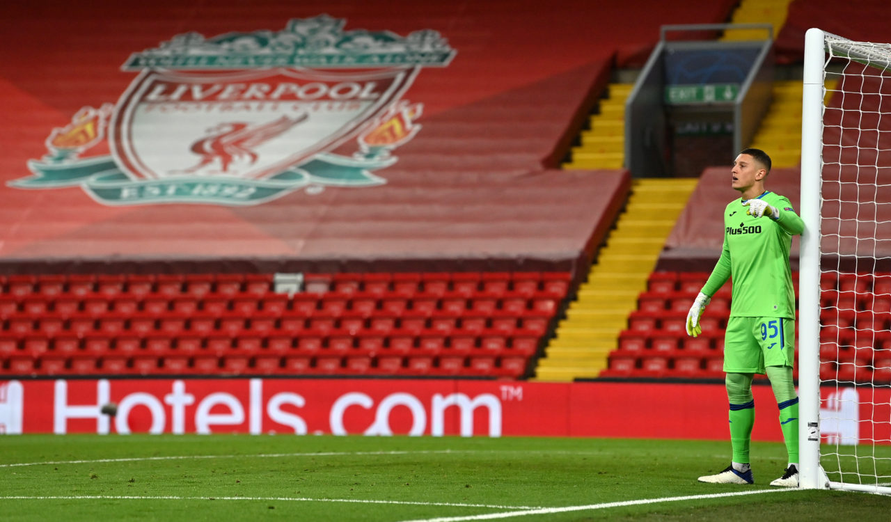 epa08842597 El portero Pierluigi Gollini de Atalanta durante el partido de fútbol del grupo D de la Liga de Campeones de la UEFA entre el Liverpool FC y el Atalanta Bergamo en Liverpool, Reino Unido, el 25 de noviembre de 2020. EPA-EFE / Paul Ellis / POOL