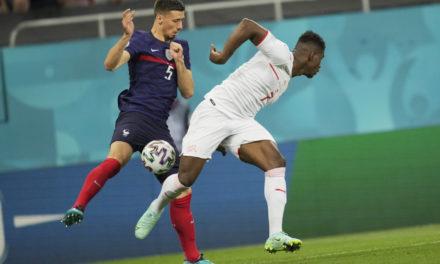 Roma make opening bid for Lenglet