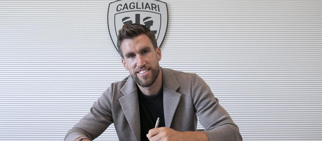 Kevin Strootman signs with Cagliari (Pic credid: Cagliari Calcio)