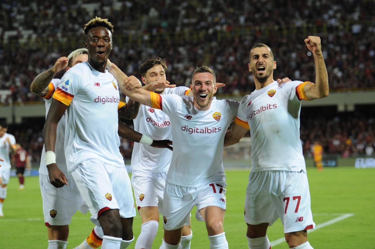 Roma's Jordan Veretout (C) celebrates with teammates Tammy Abraham (L) and Henrikh Mkhitaryan