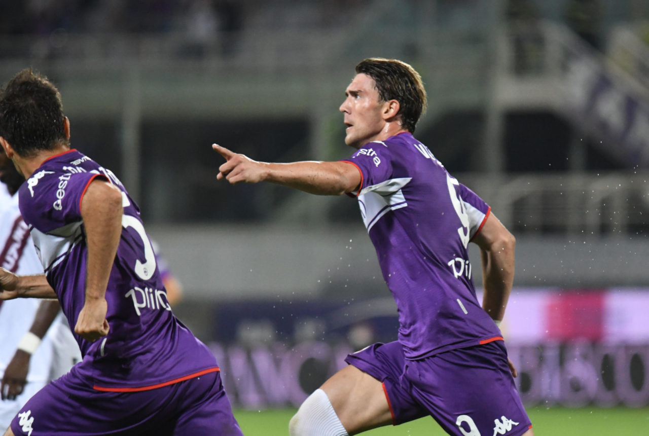 epa09434748 Fiorentina's forward Dusan Vlahovic celebrates after scoring during the Italian Serie A soccer match between ACF Fiorentina and Torino Fc at the Artemio Franchi stadium in Florence, Italy, 28 August 2021. EPA-EFE/CLAUDIO GIOVANNINI