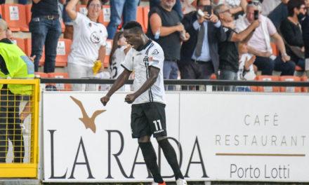 Vídeo: el delantero del Spezia Gyasi celebra como CR7 ante la Juventus