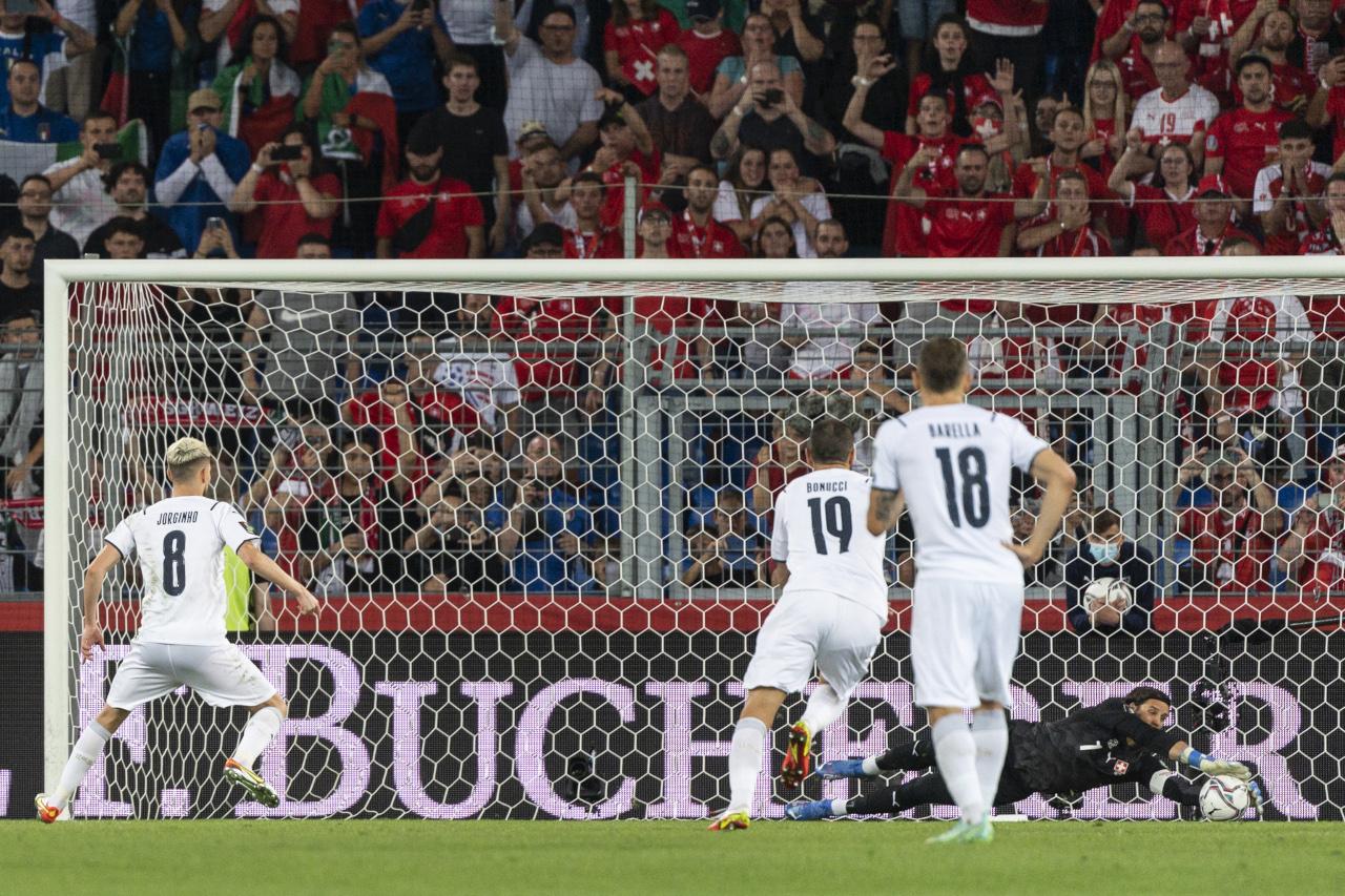 Jorginho Yann Sommer penalty