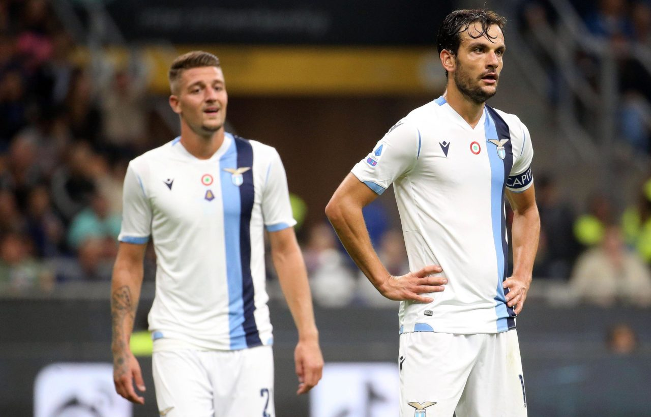 epa07869549 Lazio players Sergej Milinkovic-Savic (L) and Marco Parolo during the Italian Serie A soccer match between FC Inter and SS Lazio at Giuseppe Meazza stadium in Milan, Italy, 25 September 2019. EPA-EFE/MATTEO BAZZI