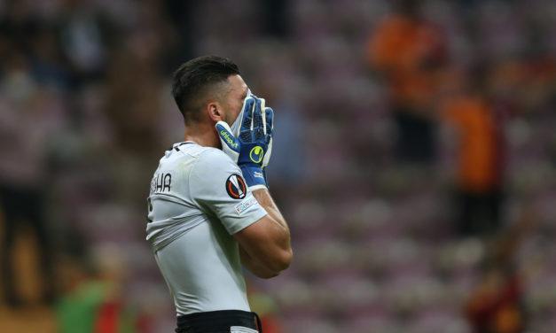 Strakosha rompe a llorar cuando los fanáticos de Lazio revelan un cartel que lo apoya