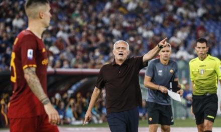 Mourinho parece apuntar al árbitro en las redes sociales