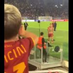 Video: the moment Pellegrini gifts his jersey to a young Roma fan at the Olimpico